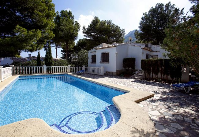 Charming villa, surrounded by pine trees in the natural park of Montgo.